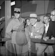 General Guisan zu Besuch beim Zürcher Knabenschiessen 1950