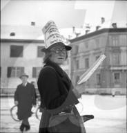 Zeitungsverkäuferin, 1946
