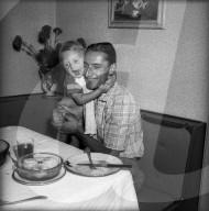 Ferdi Kübler zu Hause mit Tochter Anita 1955