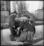 WK 2: Zürichs Arbeiter spenden für die Kriegsgeschädigten in Lyon (Frankreich), 1944