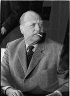 König Olav von Norwegen beim Rauchen, 1968