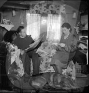 Jenisches Paar in der Wohnstube, 1942
