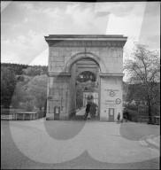 Brückenkopf der Kettenbrücke in Aarau vor ihrem Abbruch 1947