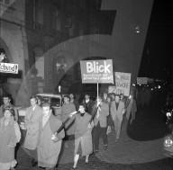 """Protest gegen die neue Boulevardzeitung """"Blick""""; 1959"""
