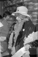Charlie Watts und Brian Jones von den Rolling Stones in der Boutique Naphtaly's 1967
