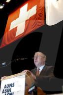 Christoph Blocher, scheidender Präsident der AUNS, 2004