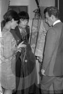 Bill Wyman von den Rolling Stones in der Boutique Naphtaly's 1967
