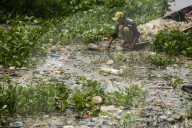 REPORTAGE - West Java: Plastiksammler am Citarum River