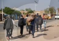 REPORTAGE - Sudanesische Flüchtlinge in Lybien unterwegs in den Niger