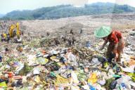 REPORTAGE - Indonesien: Suchen nach Brauchbarem auf der Müllhalde von Galuga