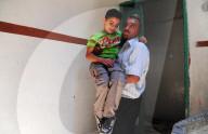 REPORTAGE - Syrien: Abdullah Abduh-Rahman(10) mit Gehhilfe in Aleppo unterwegs