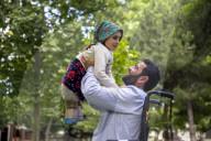 REPORTAGE - Syrien: Die kriegsverletzte Maya Meri (8) reist mit ihrem Vater nach Istanbul zur Behandlung