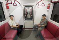 REPORTAGE - Pyongyang-Metro in Nordkorea