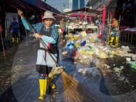 REPORTAGE - Thailand: Plastikabfall am Khlong Toei Markt in Bangkok