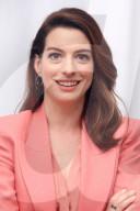 PORTRAIT - Anne Hathaway