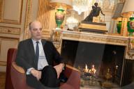 PORTRAIT - Französicher Bildungsminister Jean-Michel Blanquer in seinem Büro