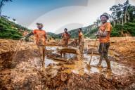 REPORTAGE - Illegale Suche nach blauen Saphiren auf Madagaskar