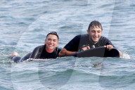 PEOPLE - Dua Lipa und Anwar Hadid haben Spass auf elektrischen Bodyboards in Malibu