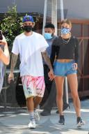 PEOPLE -  Justin und Hailey Bieber halten Händchen nach dem Lunch
