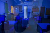 NEWS - Coronavirus: Ein Roboter desinfiziert mit UVC Licht die Unterrichtsräume in Manchester