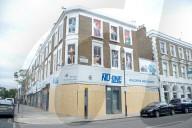 NEWS - London: Notting Hill-Karneval abgesagt - Ladenbesitzer haben ihre Fenster verriegelt