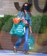PEOPLE - Katie Holmes kauft ein in  New York
