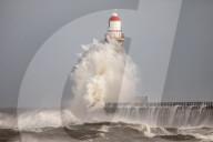 NEWS -  n der Brandung: Der Roker Lighthouse Leuchtturm in Sunderland