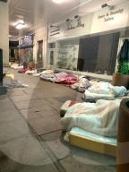 NEWS - London: Obdachlose schlafen vor dem Brabus Mercedes Showroom in der Park Lane