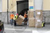 NEWS - Coronavirus: Lieferung neuer Schreibtische und Rollstühle an das Giorgio-Ambrosoli-Institut des Gymnasiums in Codogno