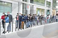 NEWS - Coronavirus: Warteschlangen vor den Analyselabors für Tests in Frankreich