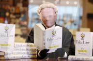 """NEWS - """"The Secret Barrister"""" lanciert Buch in London"""