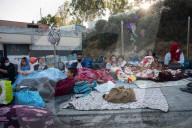 NEWS - Migranten fliehen nach Brand im Lager Moria auf Lesbos