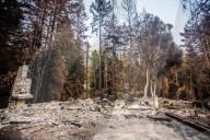 NEWS - Zerstörung nach den Waldbränden im Santa Cruz County, Kalifornien