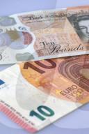 NEWS - Britisches Pfund, US-Dollar, Euro, Schweizer Franken (Symbolbilder)