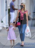 PEOPLE -  Nicky Hilton Rothschild mit ihrer Tochter unterwegs