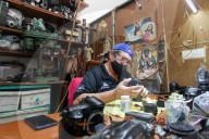NEWS - Coronavirus: Kameratechniker kehren zur Arbeit im 'Foto Tecnica Gloria'-Geschäft in Mexiko zurück