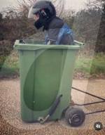 FEATURE - Gib Gummi: Andy Jennings hat seine Kompostmülltonne zu einer Rennmaschine umgebaut