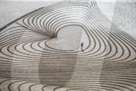 FEATURE - Künstler Simon Beck zieht sein 500. Sandbild in den Strand in Somerset