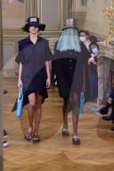 MODE - Paris Fashion Week Frühling/Sommer 2021: Victoria / Tomas