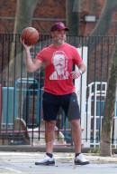 PEOPLE - Liev Schreiber spielt Basketball in NYC