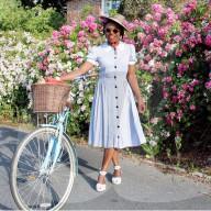 FEATURE - Zeitlos schön: Britin Mars Dilbert hat ihr Faible für Vintage Mode aus den 1930er und 1940er Jahren entdeckt