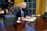 USA: Neuer US-Präsident Joe Biden unterzeichnet erste Verfügungen