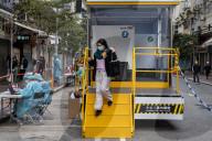 NEWS - Coronavirus: Mobile Covid-19-Testwagen in Hongkong