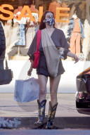 PEOPLE - Scout Willis geht in LA mit ihrem kleinen pelzigen Freund einkaufen