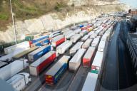 NEWS - Brexit: LKWs stauen sich im Hafen von Dover