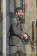 PEOPLE - Jake Gyllenhaal dreht eine Banküberfall-Szene für 'Ambulance'