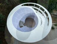 FEATURE - Designer baut Lockdown-Leseturm in seinen Garten