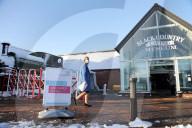 "NEWS - Coronavirus: Statt Dreharbeiten Impfzentrum - Das Set der Netflix-Serie ""Peaky Blinders"" im Black Country Living Museum in Dudley"