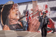 PEOPLE - Gedenken: Eddie Van Halen Mauer wird an seinem 66. Geburtstag in Hollywood enthüllt