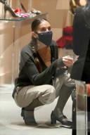 PEOPLE - Sarah Jessica Parker bedient Kunden in ihrem Midtown-Store